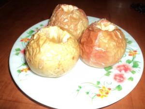Печёные яблоки.